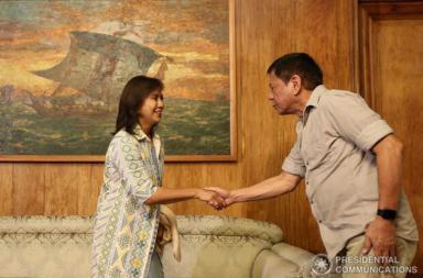 Robredo e Duterte (KING RODRIGUEZ/ Malacañang Photo Bureau [Public domain])